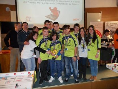 Los alumnos del equipo paredeño, con su profesor Goyo Maestro.