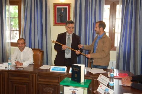 Gonzalo Perez recibe el bason de mando