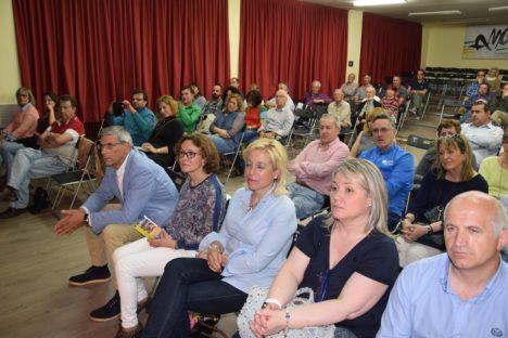 Alcaldes y concejales de la comarca, entre el público, yer en el congreso
