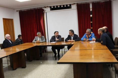 alcaldes-asistentes-a-la-reunion-en-el-ayuntamiento-de-saldana